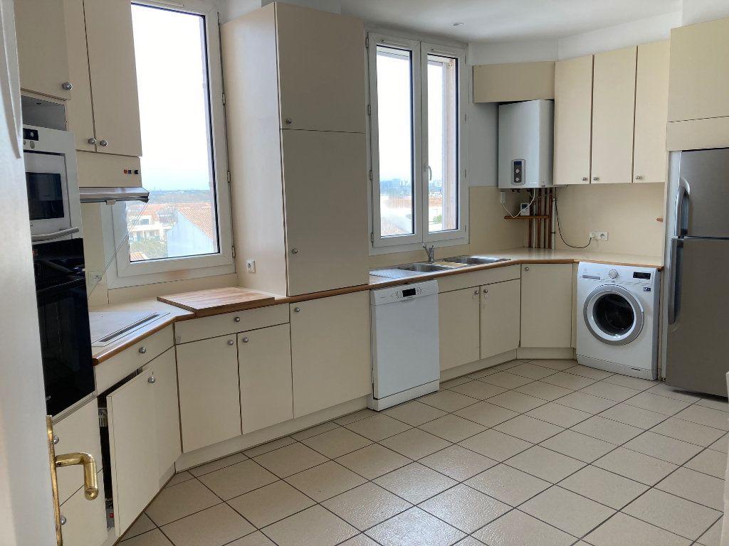Appartement à louer 5 114m2 à La Rochelle vignette-4