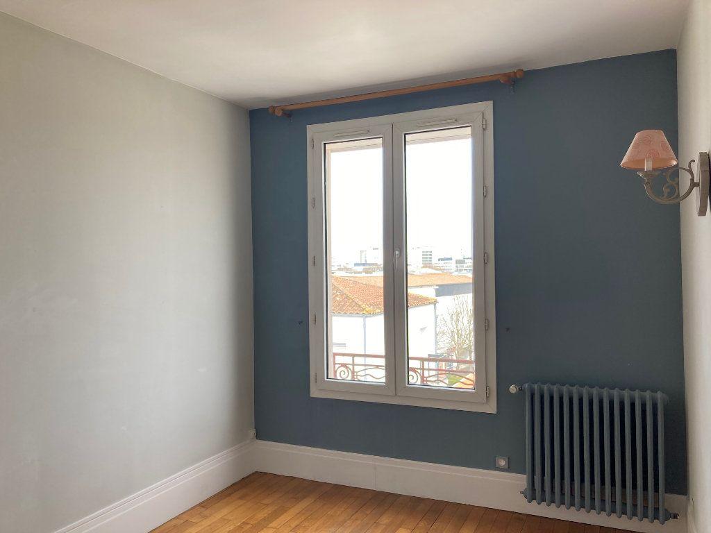 Appartement à louer 5 114m2 à La Rochelle vignette-5