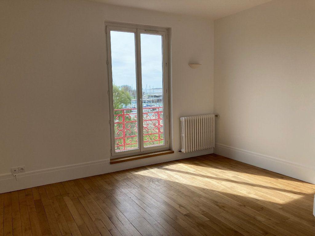 Appartement à louer 5 114m2 à La Rochelle vignette-6
