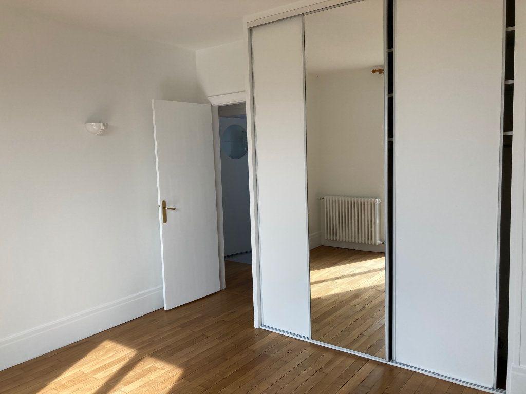 Appartement à louer 5 114m2 à La Rochelle vignette-7