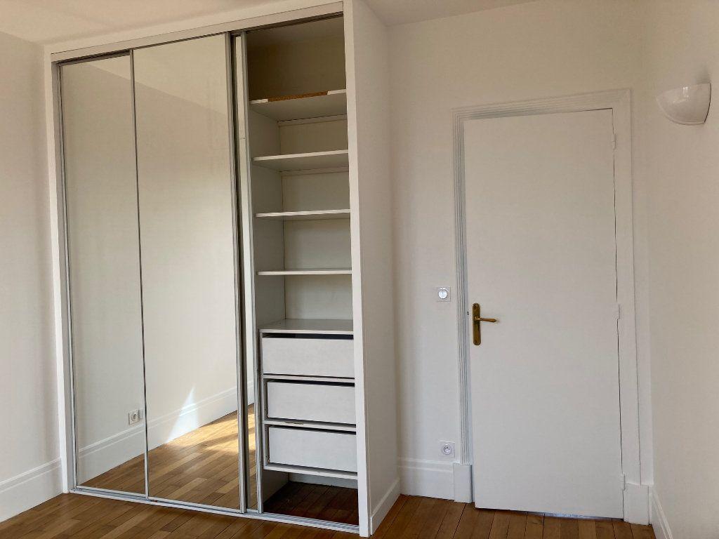 Appartement à louer 5 114m2 à La Rochelle vignette-8
