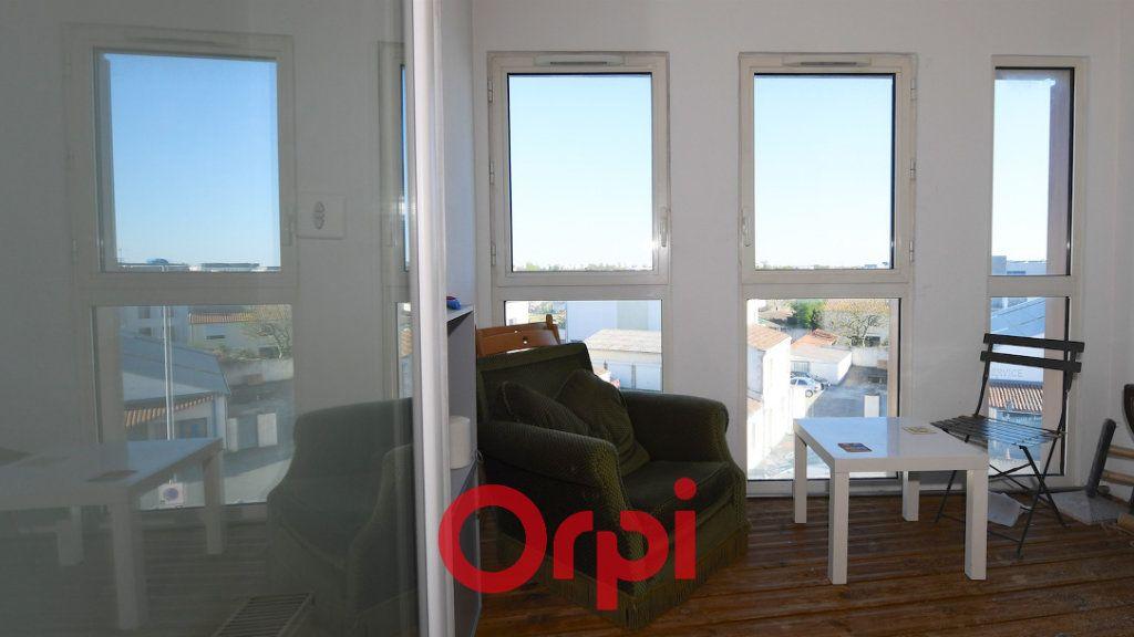 Appartement à vendre 3 67.8m2 à La Rochelle vignette-3