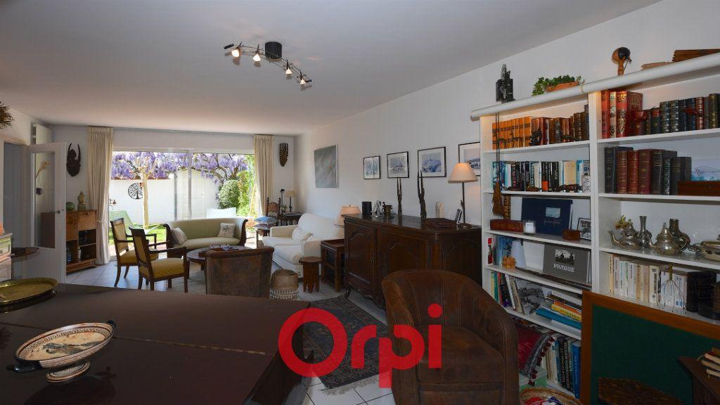 Maison à vendre 8 171m2 à La Rochelle vignette-3