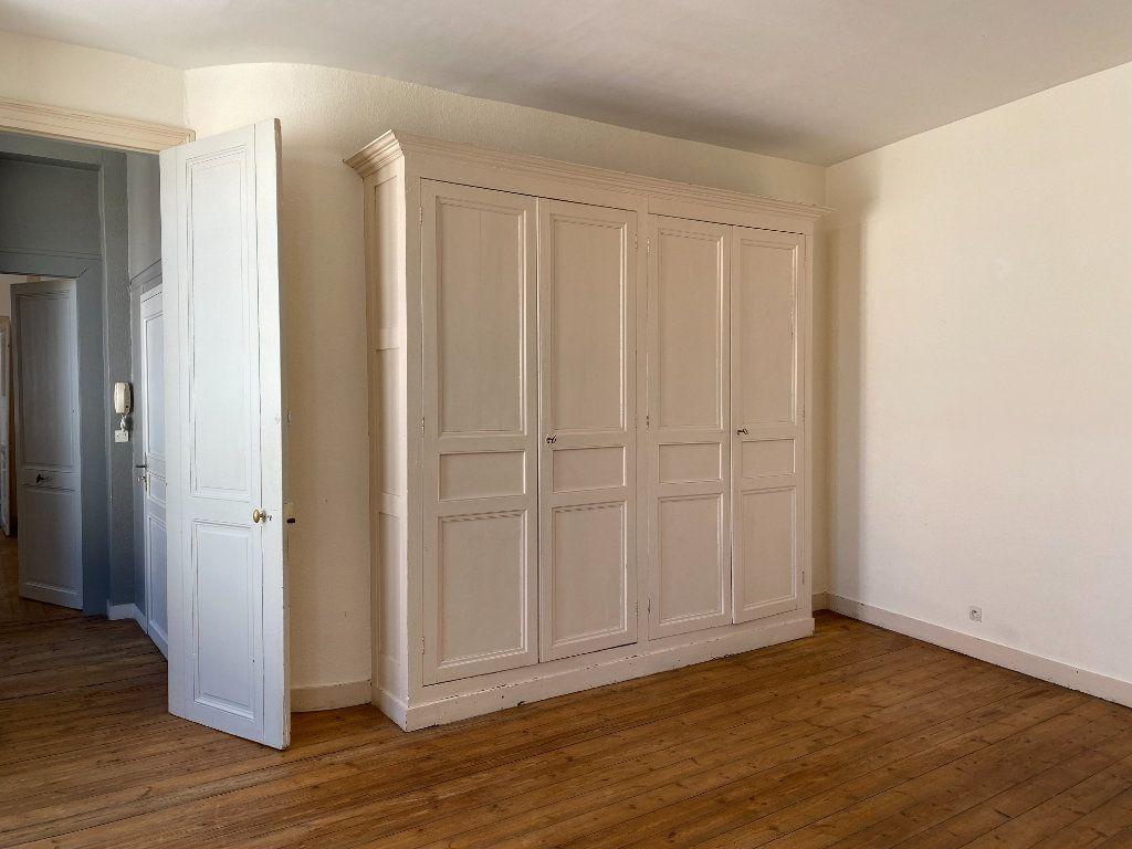 Appartement à louer 2 69m2 à La Rochelle vignette-2