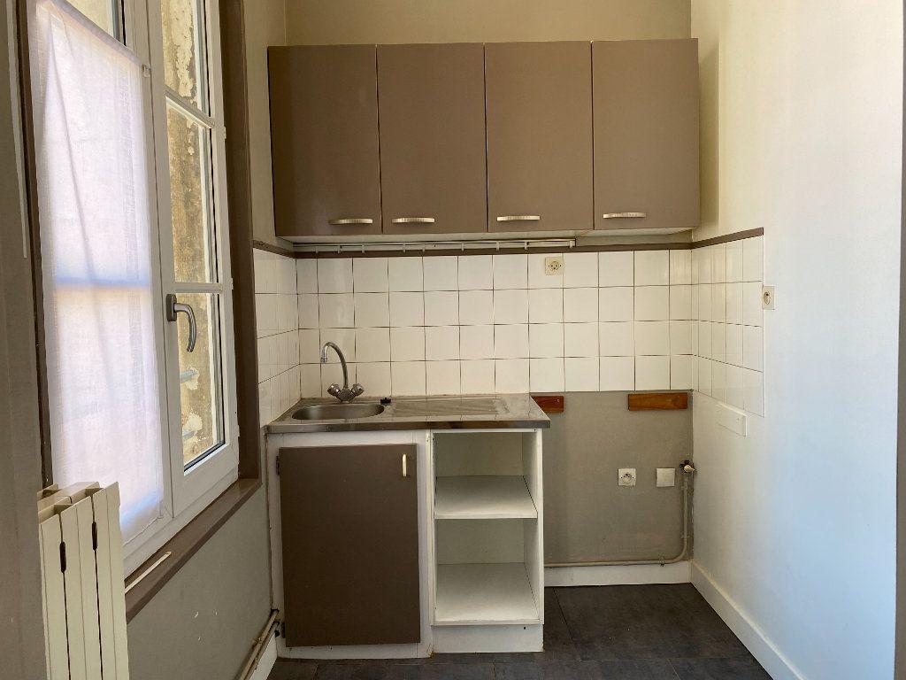 Appartement à louer 2 69m2 à La Rochelle vignette-3