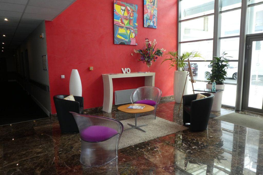 Appartement à vendre 3 71.06m2 à La Rochelle vignette-1