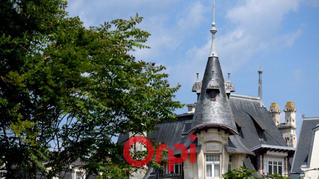 Appartement à vendre 8 131m2 à La Rochelle vignette-1