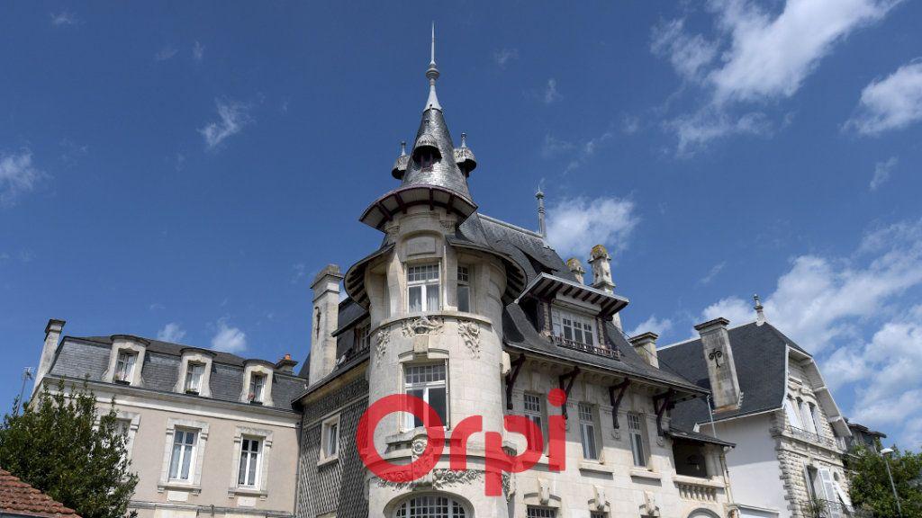 Appartement à vendre 8 131m2 à La Rochelle vignette-5