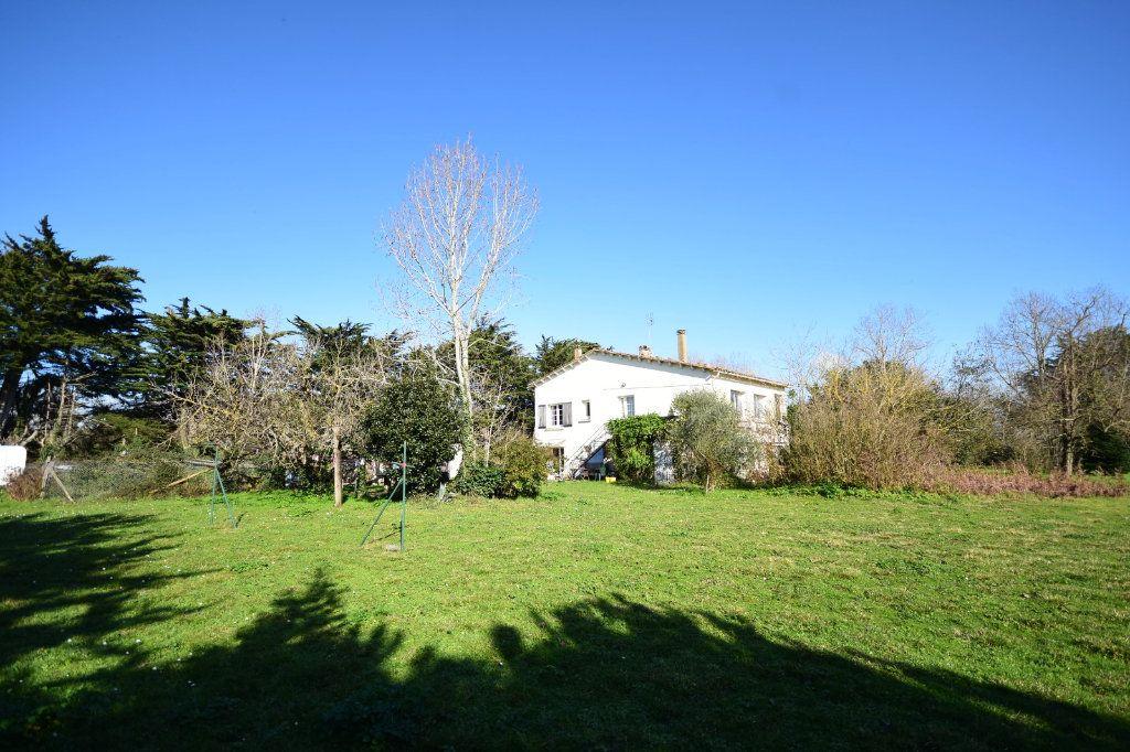 Maison à vendre 10 194.15m2 à Sainte-Marie-de-Ré vignette-1