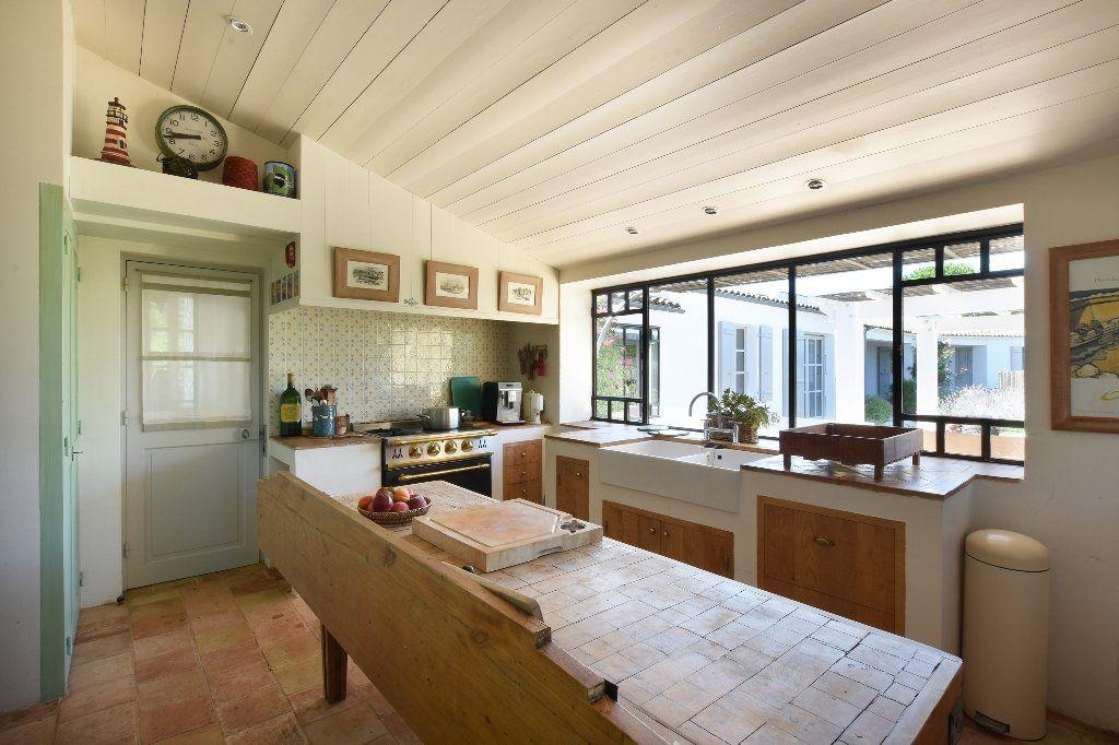 Maison à vendre 9 204.85m2 à Les Portes-en-Ré vignette-6