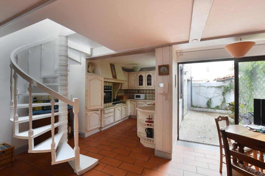 Maison à vendre 6 110m2 à Les Portes-en-Ré vignette-2