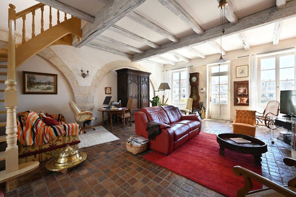Maison à vendre 7 162.5m2 à Saint-Martin-de-Ré vignette-1