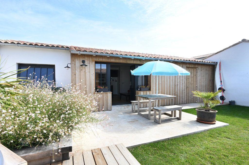 Maison à vendre 6 146m2 à Saint-Clément-des-Baleines vignette-3