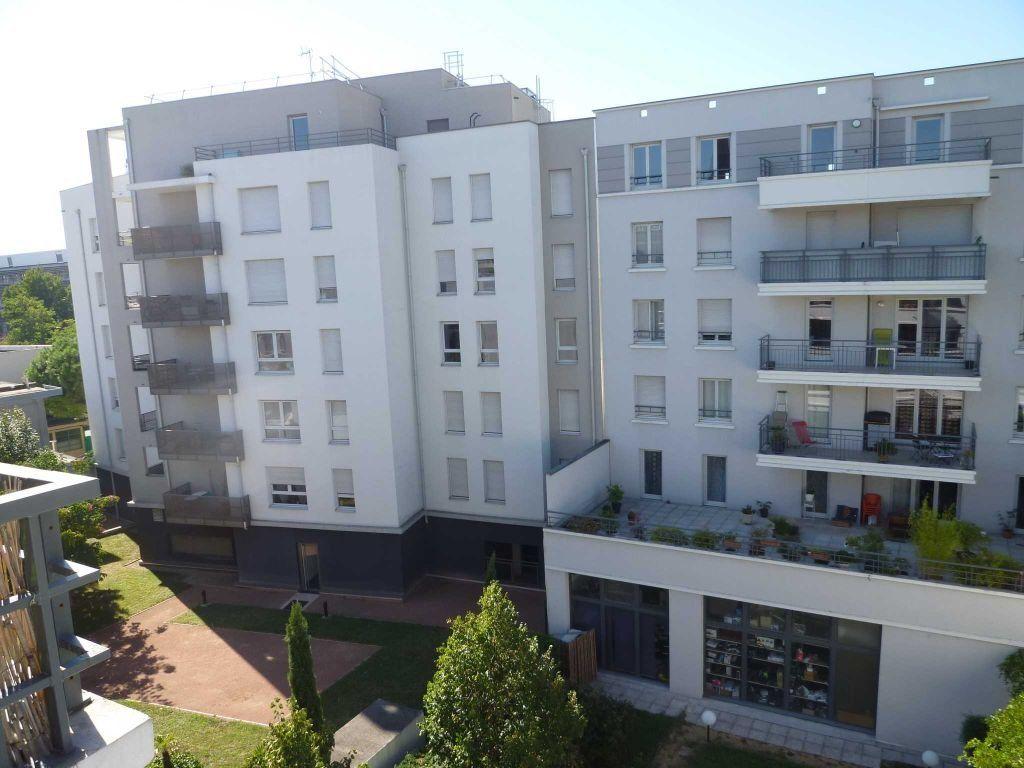 Appartement à louer 2 45.9m2 à Lyon 7 vignette-1