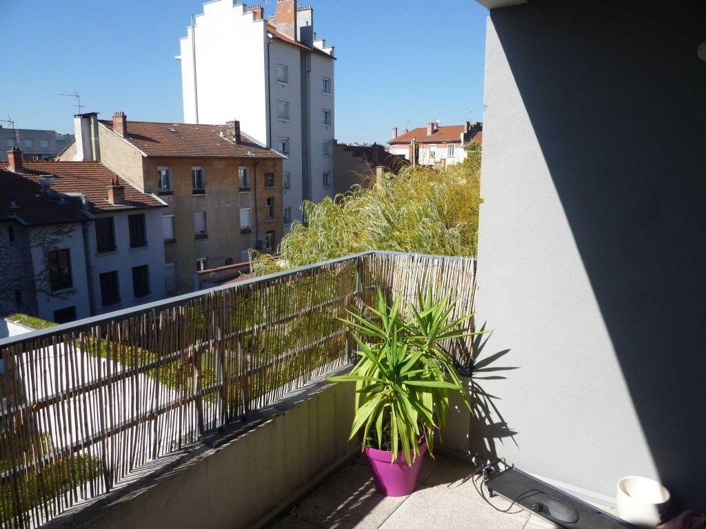 Appartement à louer 2 45.9m2 à Lyon 7 vignette-2