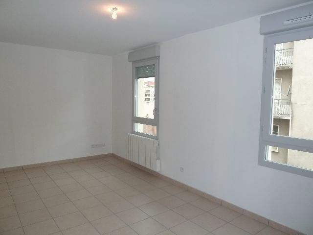 Appartement à louer 2 43.69m2 à Villeurbanne vignette-2