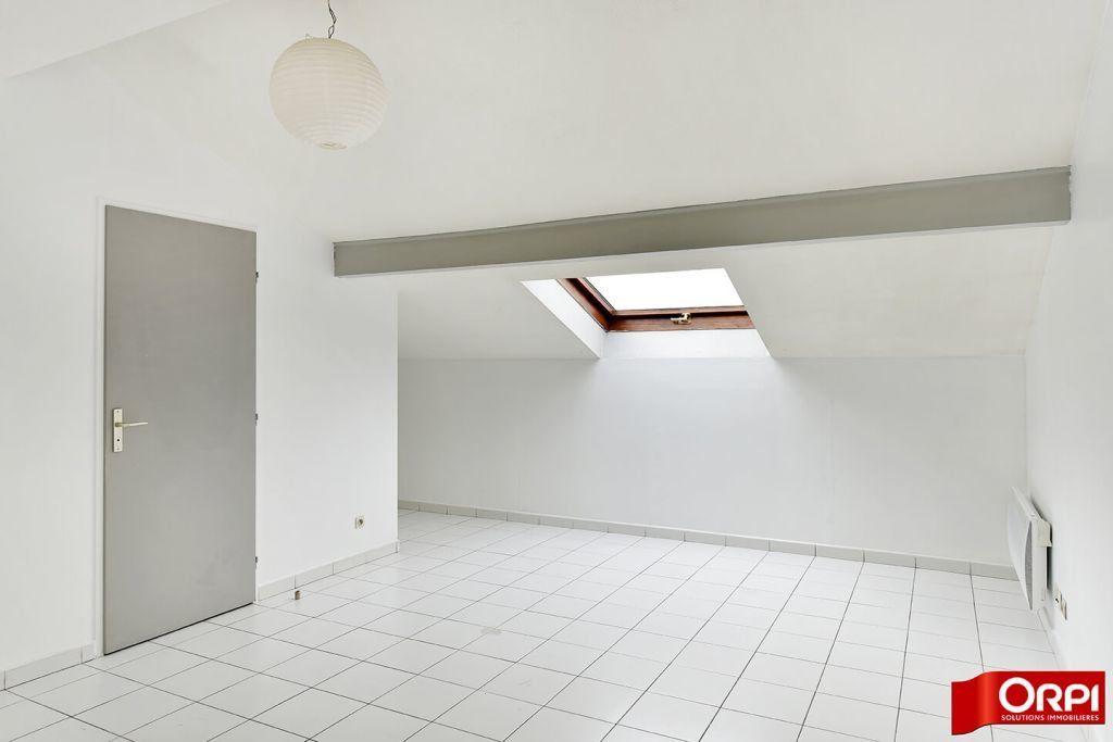 Appartement à louer 1 24.86m2 à Lyon 8 vignette-2