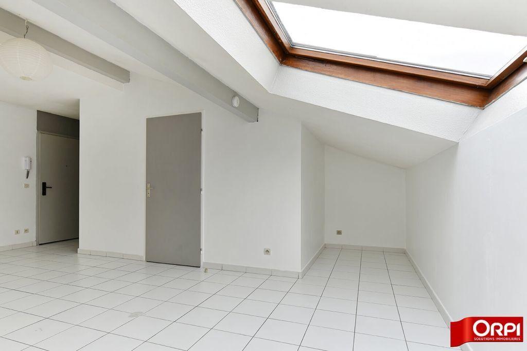 Appartement à louer 1 24.86m2 à Lyon 8 vignette-3
