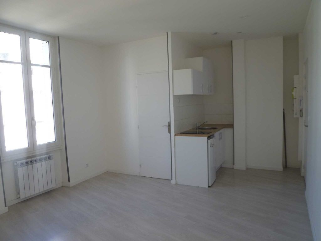 Appartement à louer 1 21.47m2 à Lyon 7 vignette-1