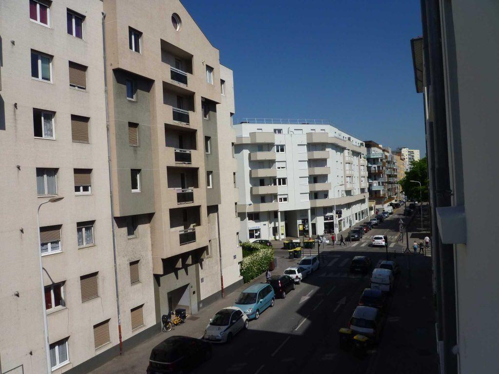Appartement à louer 1 21.47m2 à Lyon 7 vignette-3
