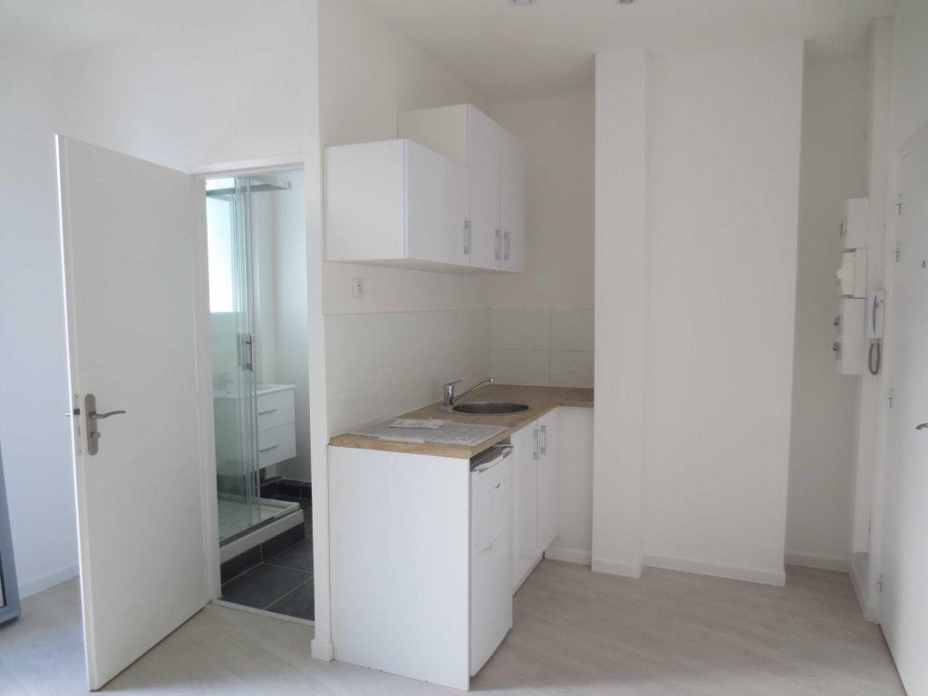 Appartement à louer 1 21.47m2 à Lyon 7 vignette-7