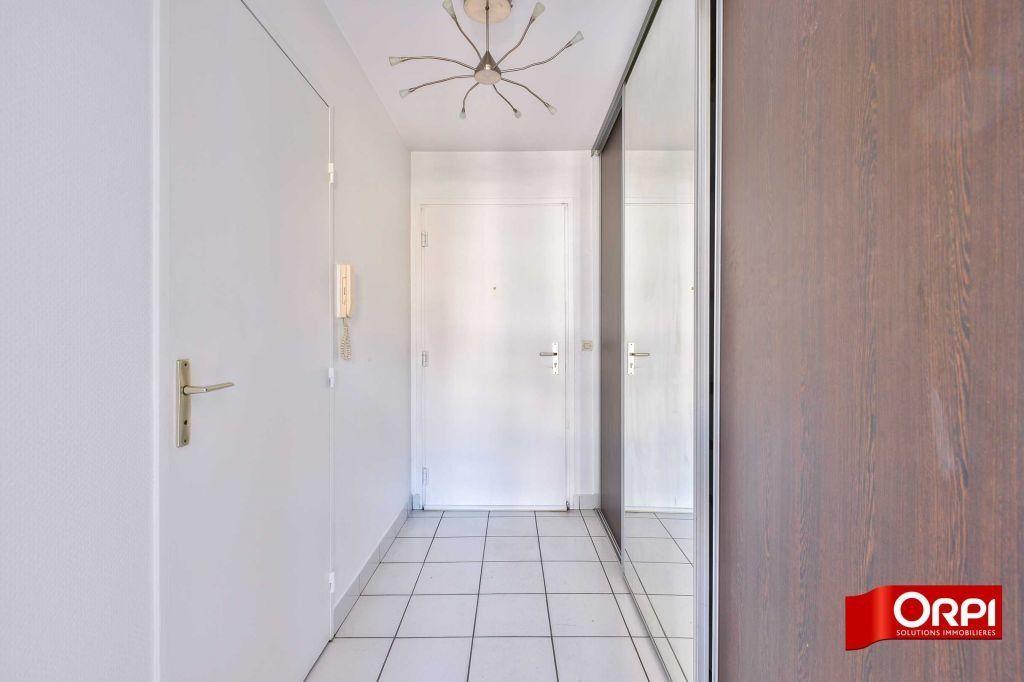 Appartement à louer 1 34.59m2 à Lyon 8 vignette-1