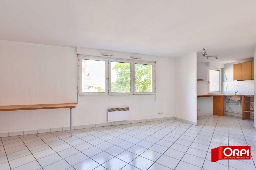 Appartement à louer 1 34.59m2 à Lyon 8 vignette-2