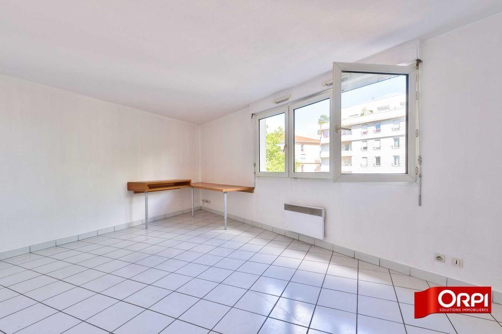 Appartement à louer 1 34.59m2 à Lyon 8 vignette-3