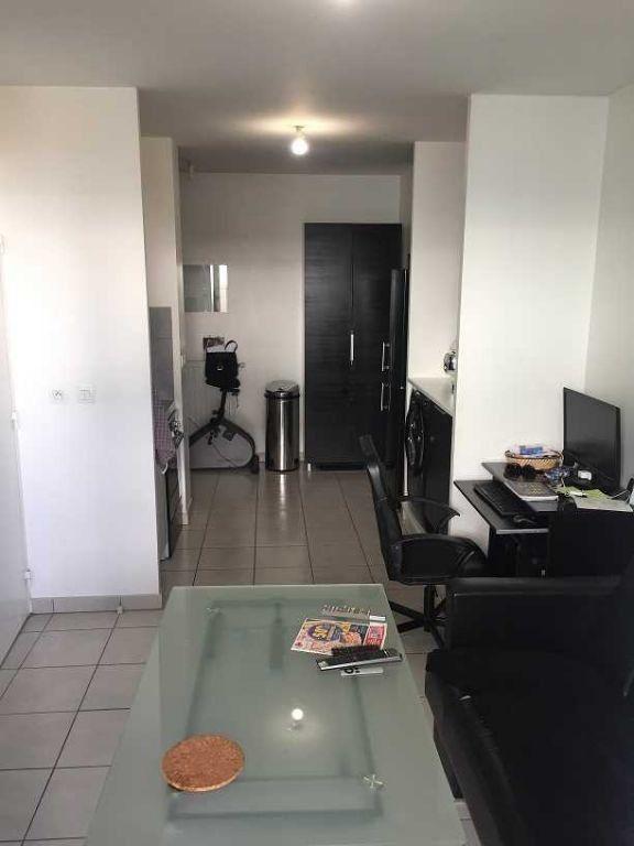 Appartement à louer 1 30.86m2 à Vaulx-en-Velin vignette-2