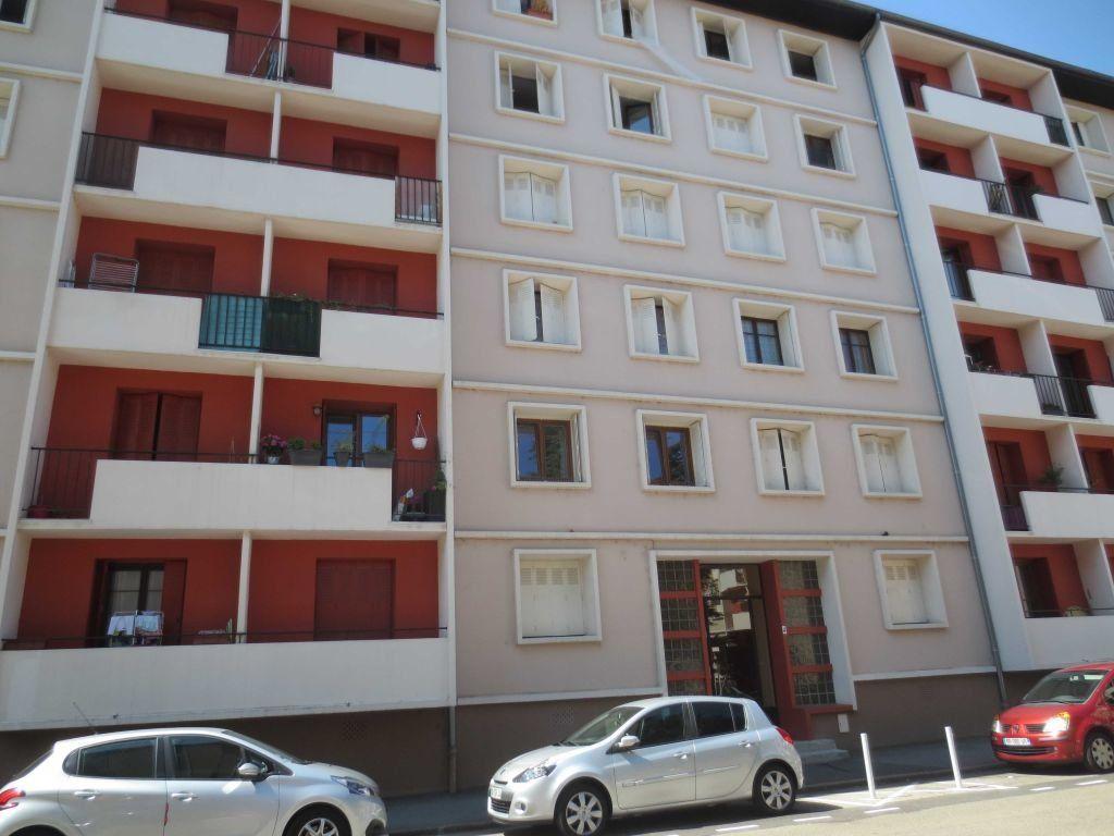 Appartement à louer 3 56.72m2 à Villeurbanne vignette-1