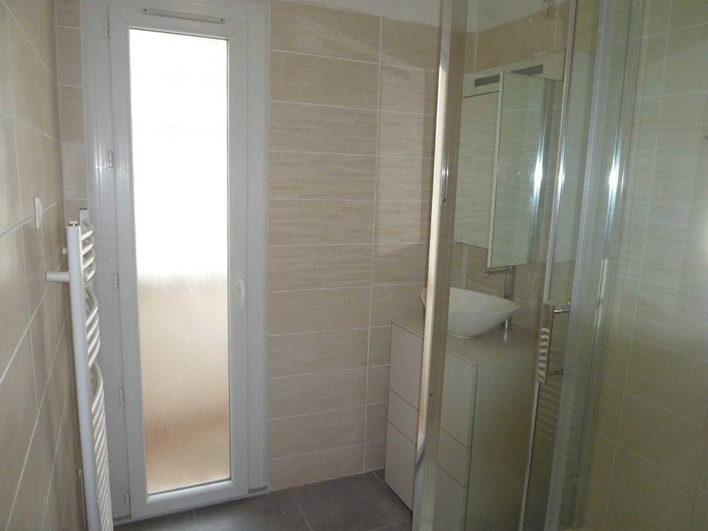 Appartement à louer 3 56.72m2 à Villeurbanne vignette-8