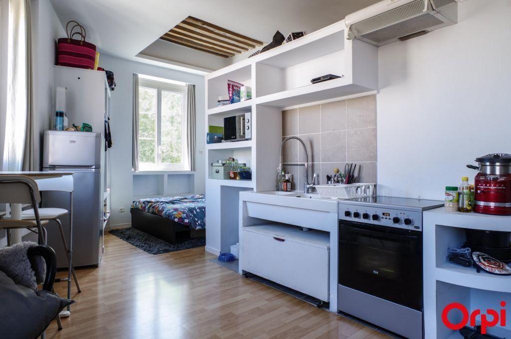 Appartement à louer 1 27.36m2 à Lyon 4 vignette-4