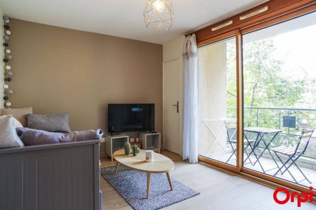 Appartement à louer 1 27.8m2 à Lyon 3 vignette-1