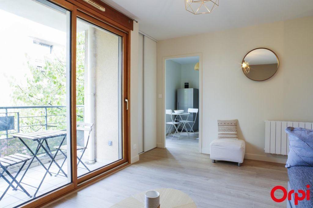 Appartement à louer 1 27.8m2 à Lyon 3 vignette-4