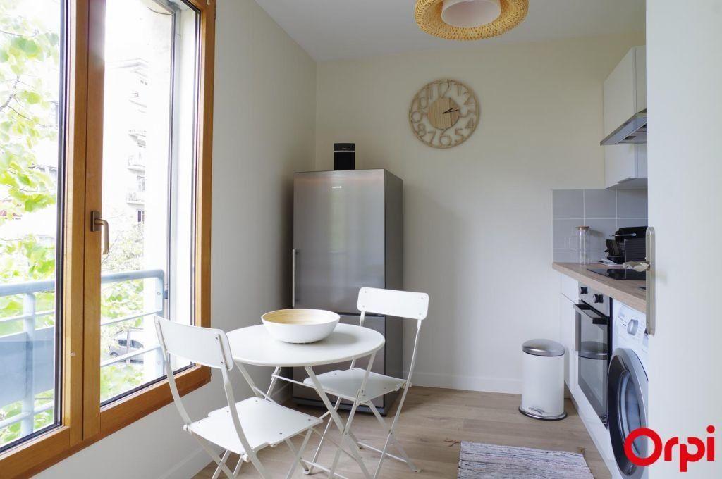 Appartement à louer 1 27.8m2 à Lyon 3 vignette-8