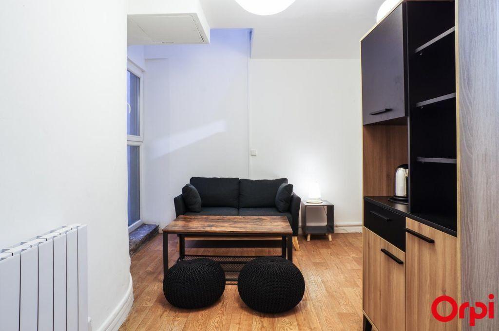 Appartement à louer 1 17.9m2 à Lyon 6 vignette-4