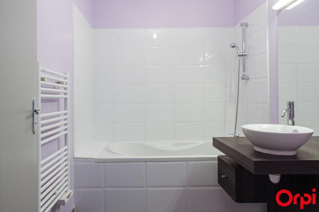 Appartement à louer 3 62m2 à Meyzieu vignette-8