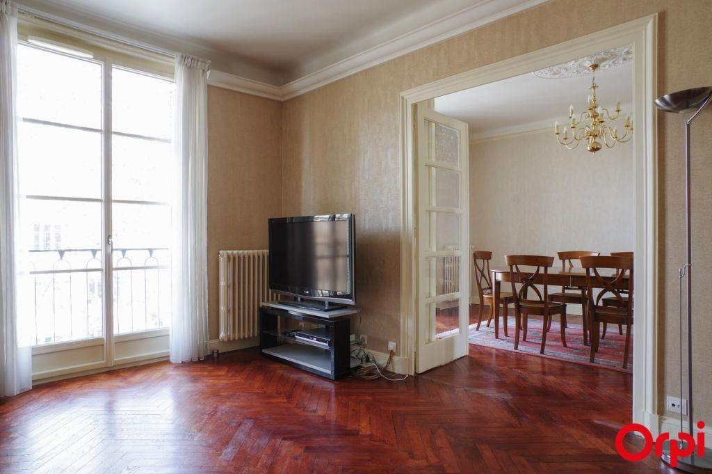 Appartement à louer 4 136.06m2 à Lyon 6 vignette-1