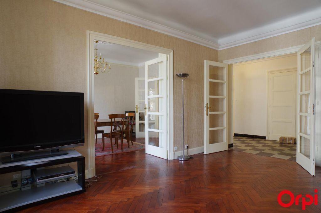 Appartement à louer 4 136.06m2 à Lyon 6 vignette-2