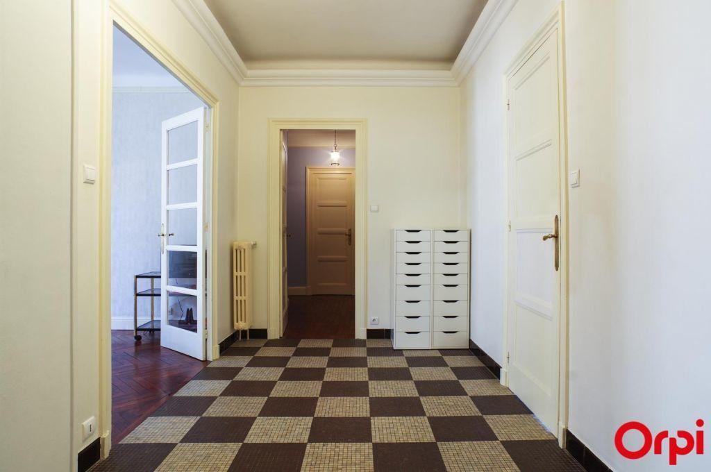 Appartement à louer 4 136.06m2 à Lyon 6 vignette-3