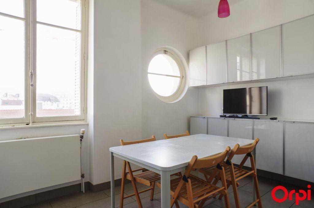 Appartement à louer 4 136.06m2 à Lyon 6 vignette-6