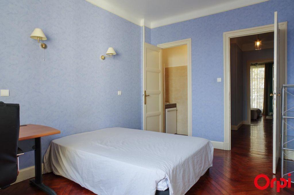 Appartement à louer 4 136.06m2 à Lyon 6 vignette-8