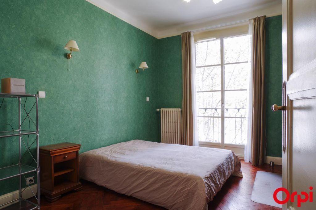 Appartement à louer 4 136.06m2 à Lyon 6 vignette-9