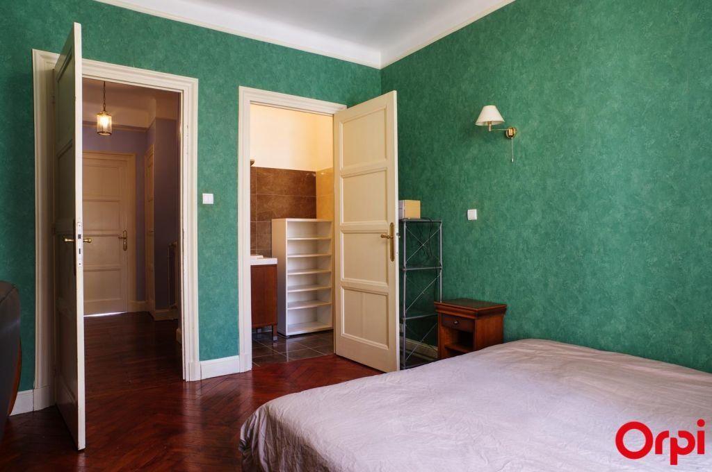 Appartement à louer 4 136.06m2 à Lyon 6 vignette-10