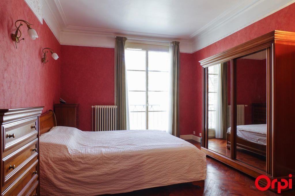 Appartement à louer 4 136.06m2 à Lyon 6 vignette-12