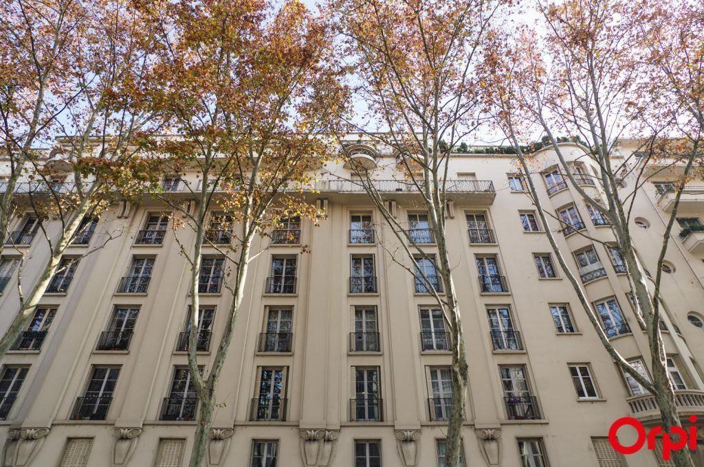 Appartement à louer 4 136.06m2 à Lyon 6 vignette-14