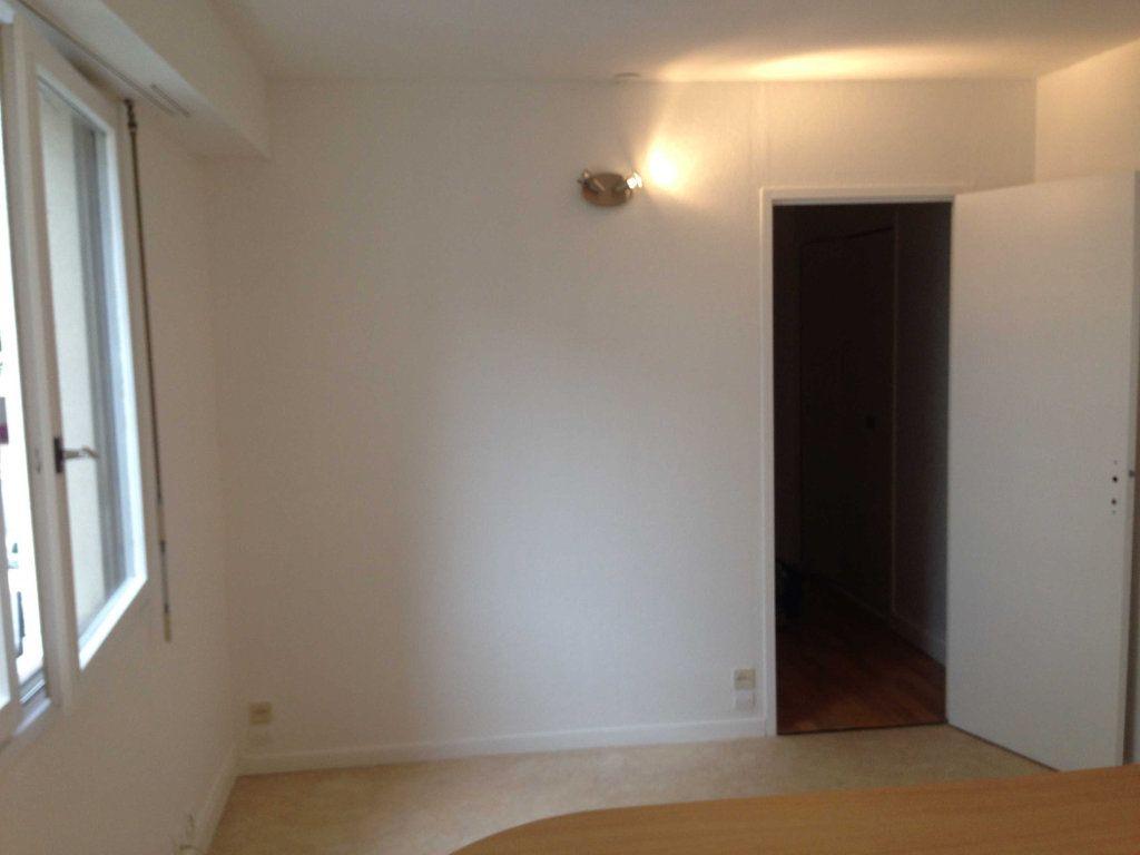 Appartement à louer 1 24.82m2 à Lyon 6 vignette-1