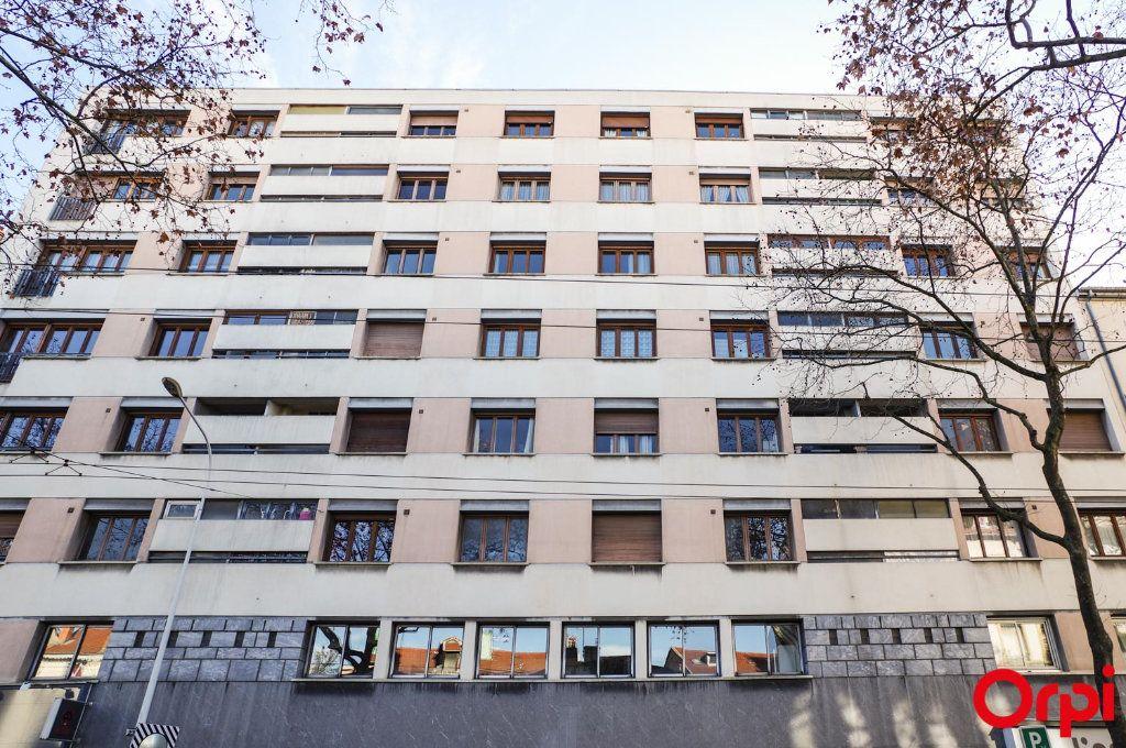 Appartement à louer 3 75.09m2 à Lyon 3 vignette-1