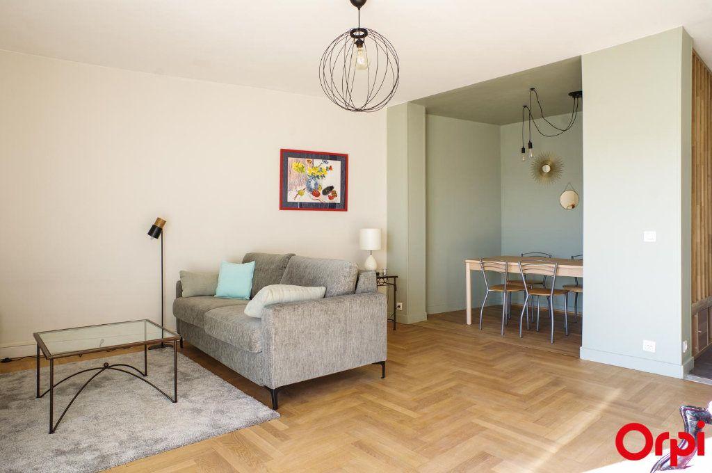 Appartement à louer 3 75.09m2 à Lyon 3 vignette-2