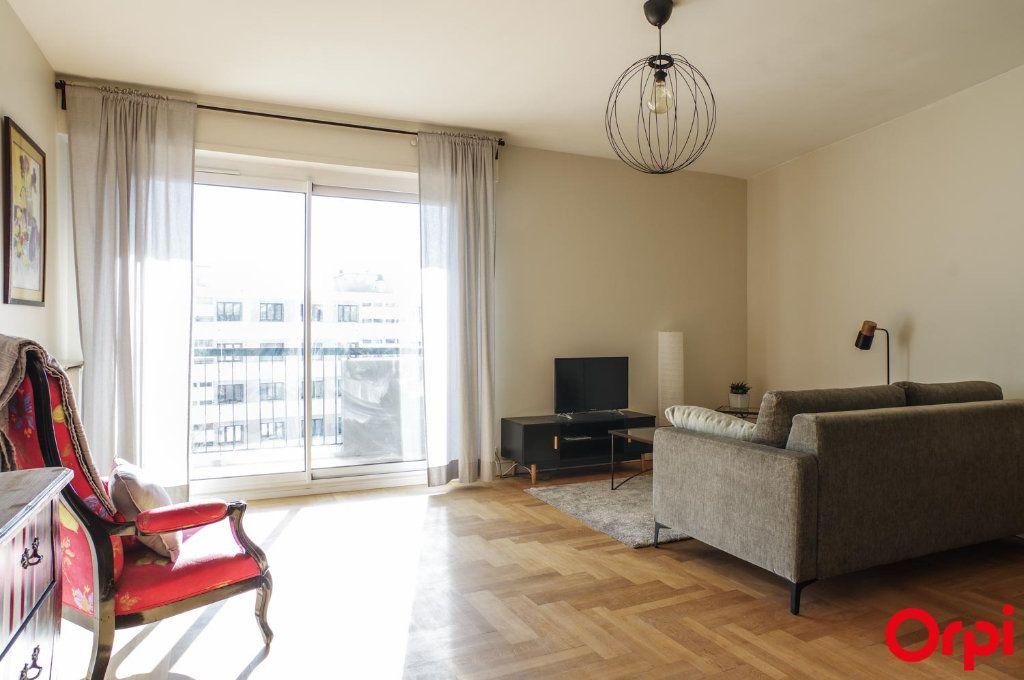 Appartement à louer 3 75.09m2 à Lyon 3 vignette-3
